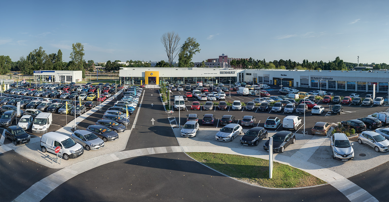 Renault retail group bordeaux bruges concessionnaire for Garage vente voiture occasion bordeaux
