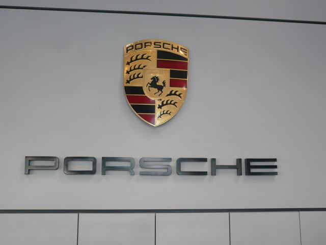 pr sentation de la soci t signatures porsche toulouse. Black Bedroom Furniture Sets. Home Design Ideas