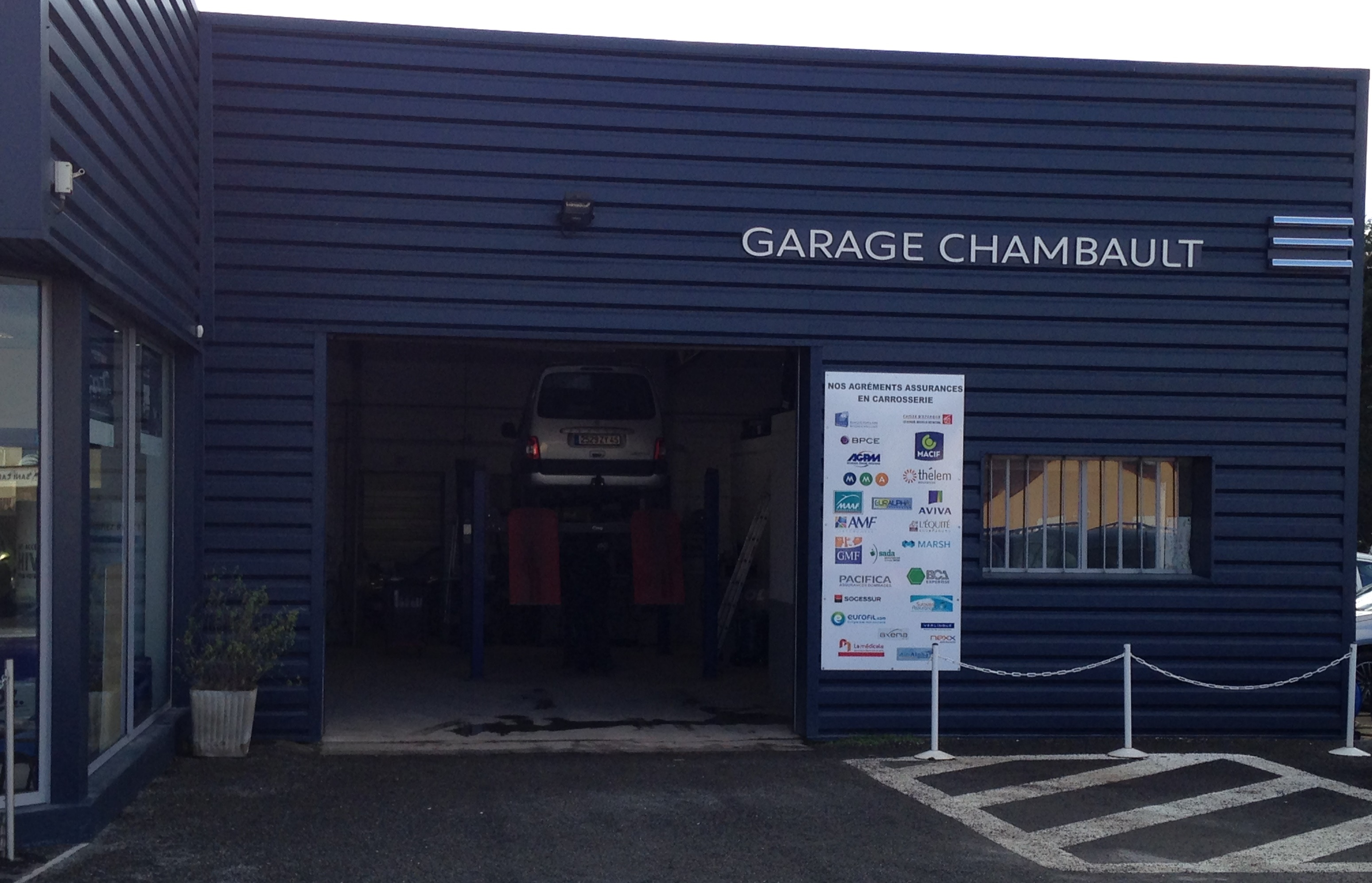 Pr sentation de la soci t garage chambault for Garage peugeot chateaulin